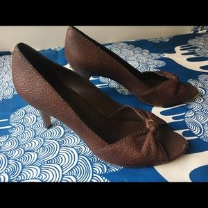 Banana Republic brown leather knotted heels